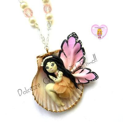 Collana Doll Farfalla - Fata in conchiglia con perle - miniature kawaii handmade fimo