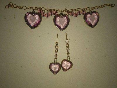 Bracciale e orecchini con cuori rosa