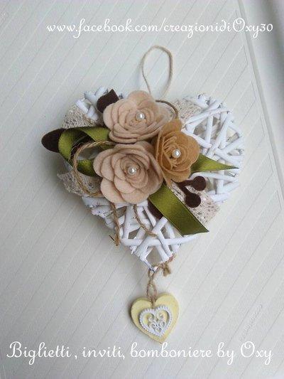 Ghirlanda fuoriporta-Cuore in vimini bianco 18 cm colori naturali.