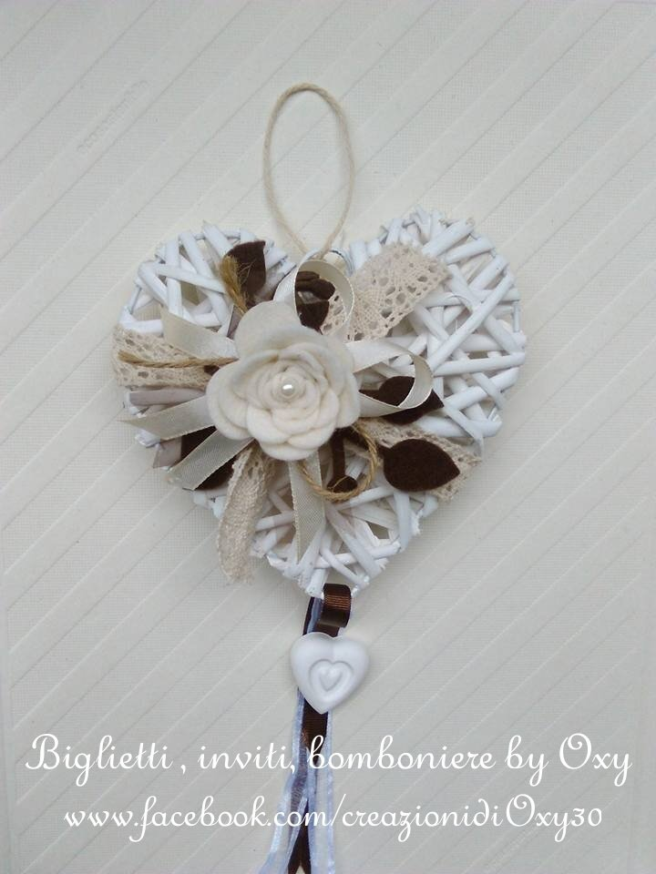 Ghirlanda fuoriporta-Cuore in vimini bianco 18 cm colori naturali