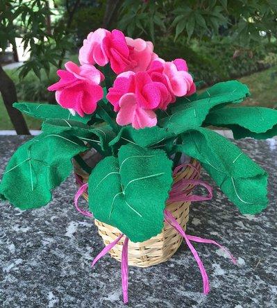 Vaso di gerani in feltro
