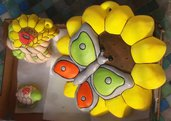 Formella con girasole e farfalla