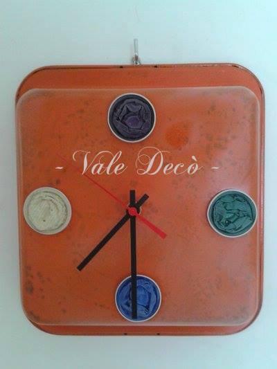 Orologio arancione da parete stile vintage