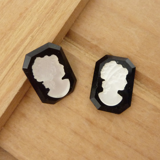 2 Cabochon cammeo in resina