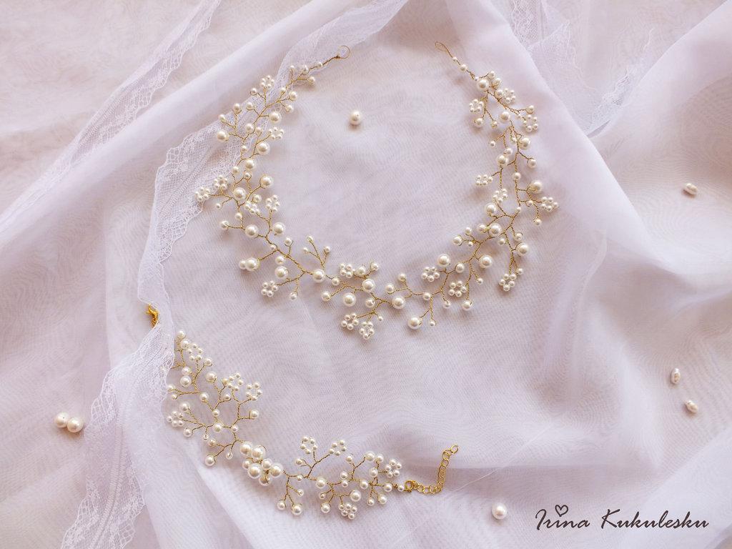 Corona e un braccialetto per la sposa
