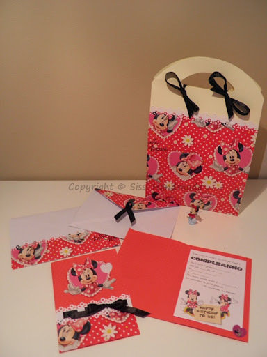 Inviti di compleanno di Minnie con busta in coordinato