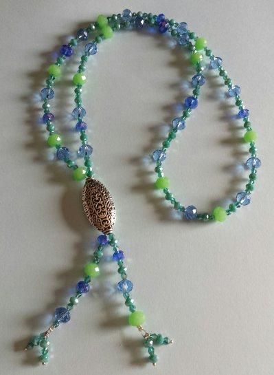 Collana a nodo con cristalli azzurri, blu e verdi