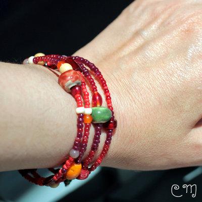 Bracciale Bohostyle rosso con perle in vetro