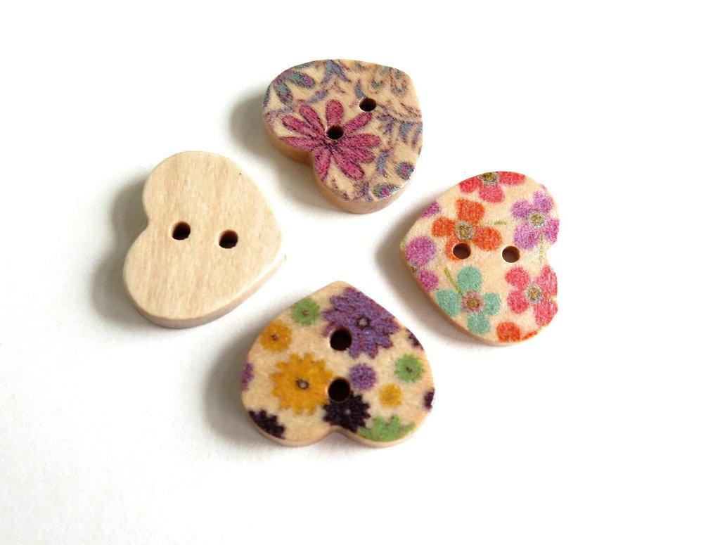 8 Bottoni di legno a forma di  cuore  BOT10