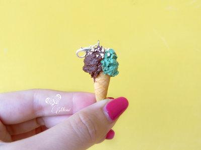 Charm cono gelato pistacchio e cioccolato - handmande chocolate and pistachio ice-cream charm