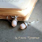 Piccoli orecchini con perle in conchiglia