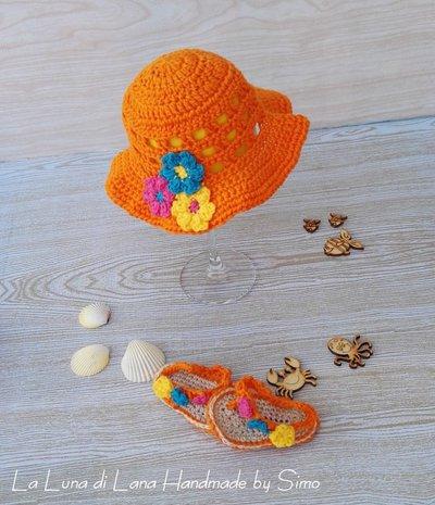Cappello estivo uncinetto  e sandali infradito per bimba coordinati