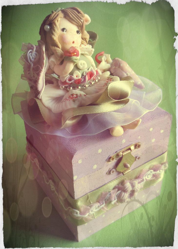 Cofanetto portagioie elegante bambolina