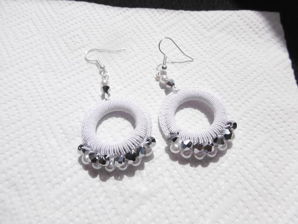 orecchini cerchio bianco e argento