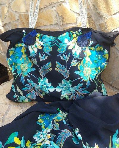 Borsa in stoffa fantasia fiori blu fatta a mano.