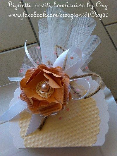 Bomboniera decorata col fiore 3D color salmone o corallo, adatta al Matrimonio, Comunione, Battesimo.