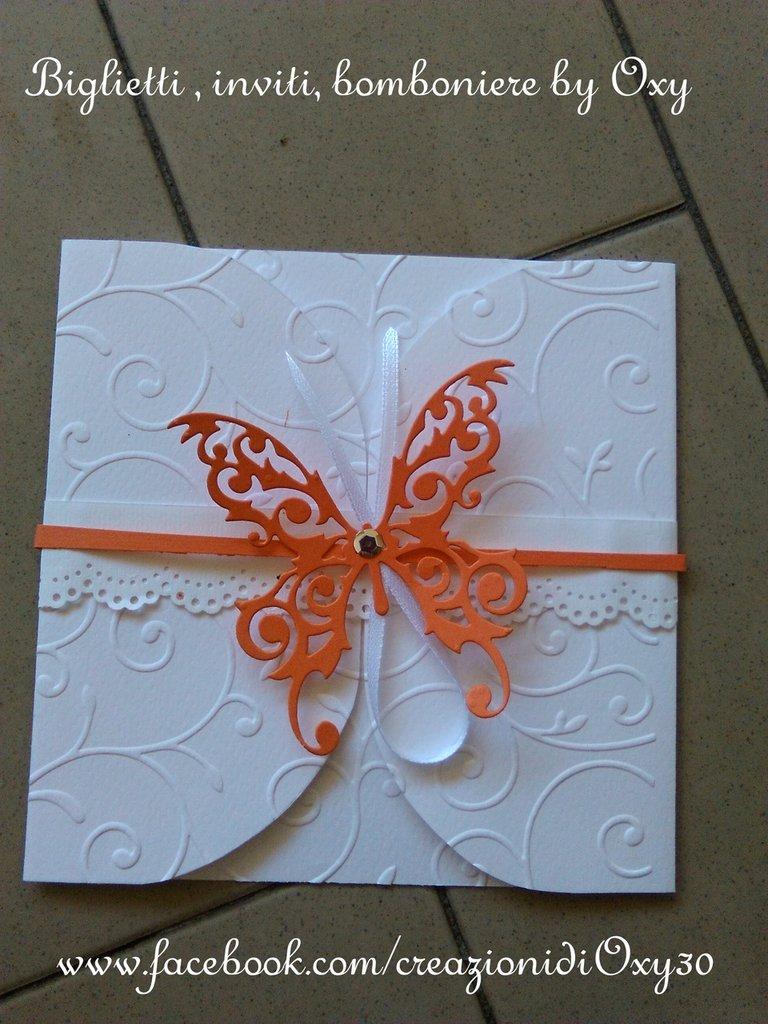 Partecipazione per Matrimonio con la farfalla color salmone.