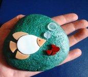 Fermacarte acquario sasso con mosaico pesci