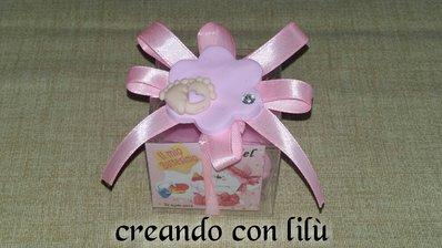bomboniera completa magnete o ciondolo in fimo fiore con piedini nascita battesimo