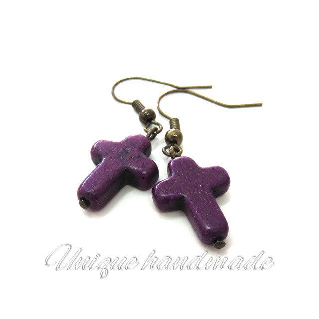 Orecchini  con croce viola pendente