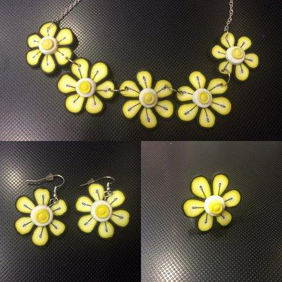 Collana orecchini e anello fiore