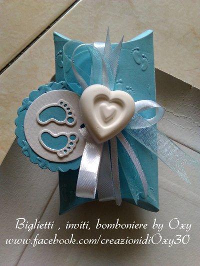 Bomboniera a cuscino per Battesimo o Nascita in azzurro e bianco.