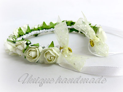 Coprichignon con roselline  bianche