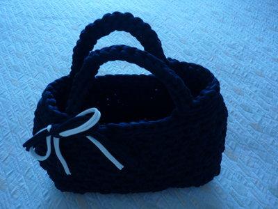 Graziosa borsetta in fettuccia realizzata a mano