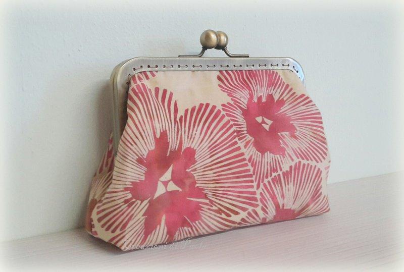 Borsellino in tessuto batik a fiori