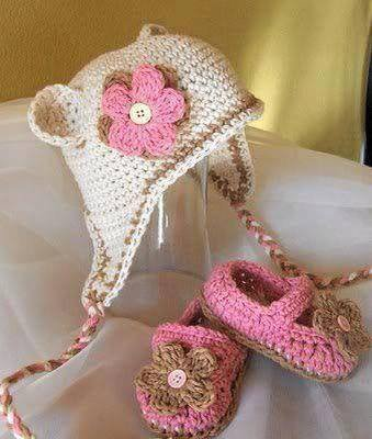 set cappellino scarpine neonata fatti a uncinetto