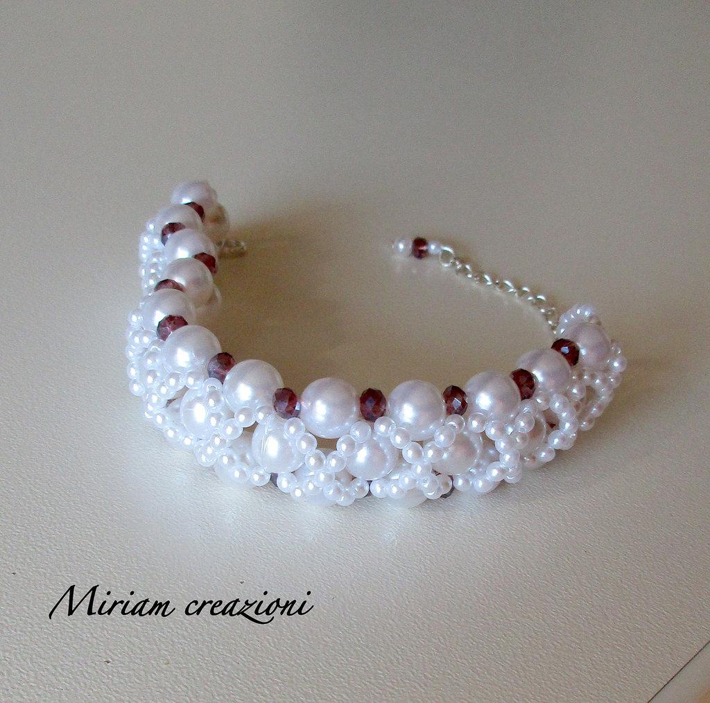 Bracciale con perle bianche e bicono amaranto