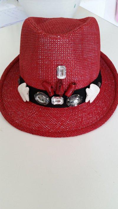 Cappelli estivi decorati