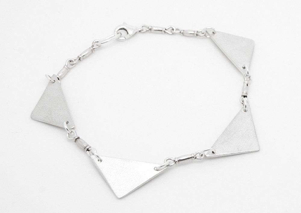 Bracciale con triangoli in puro argento