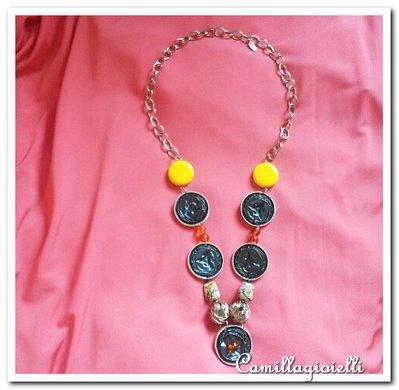 Collana con pietre, cialde e metallo