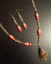 Collana conchiglia e perline corallo