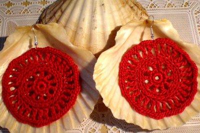 Orecchini pendenti creati a mano all` uncinetto