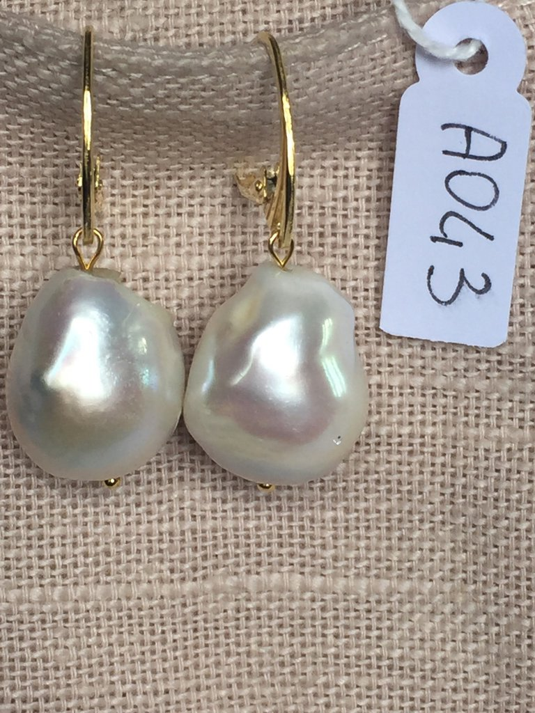 Orecchini con ganci argento 925 e perle barocche.