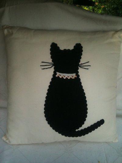 Cuscino con gatto nero