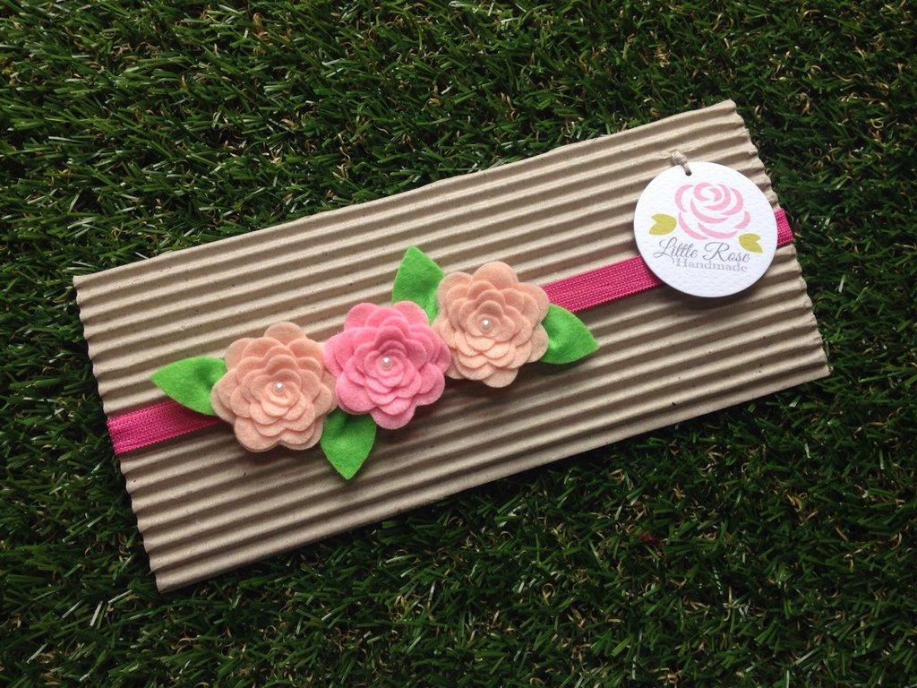 Fascia elastica a rose in tono beige e rosa by Little Rose Handmade