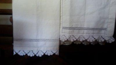 asciugamani di tela canapa e cotone ricamati  a mano.