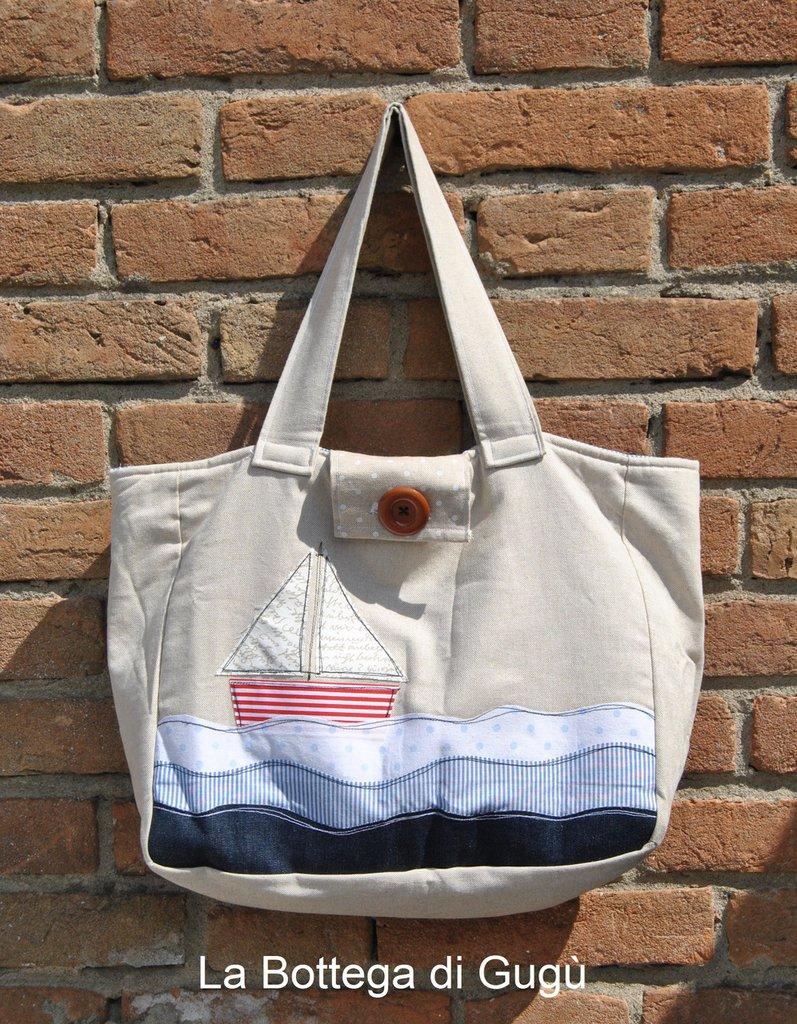 Borsa di tessuto con applicazione a forma di barca e onde