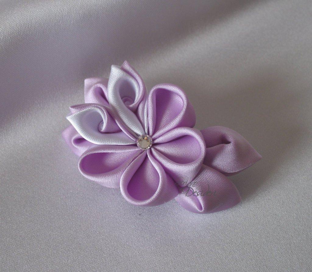 Spilla Kanzashi con fiore lilla e bianco