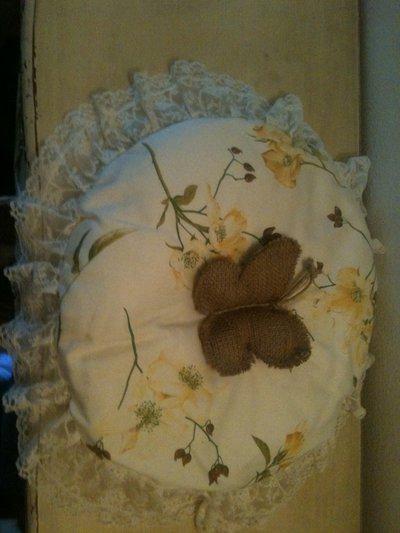 Cuscino rotondo con farfalla