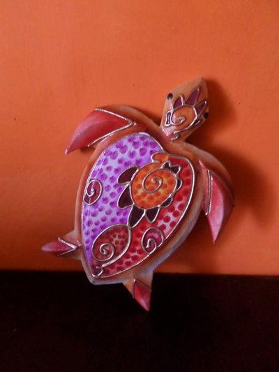 tartaruga in legno dipinta a mano