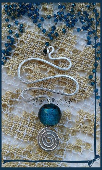 collana con pendente in wire e vetro