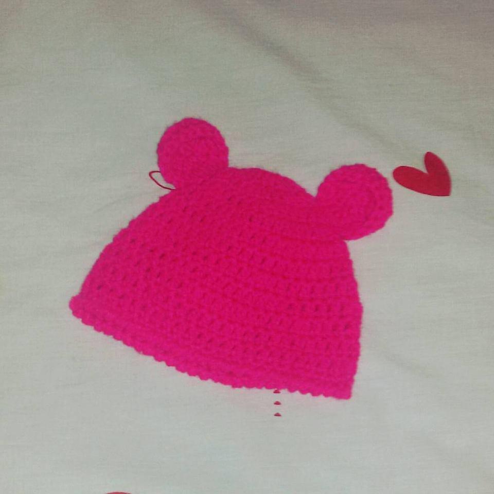 Cappellino fuxia neonato in lana