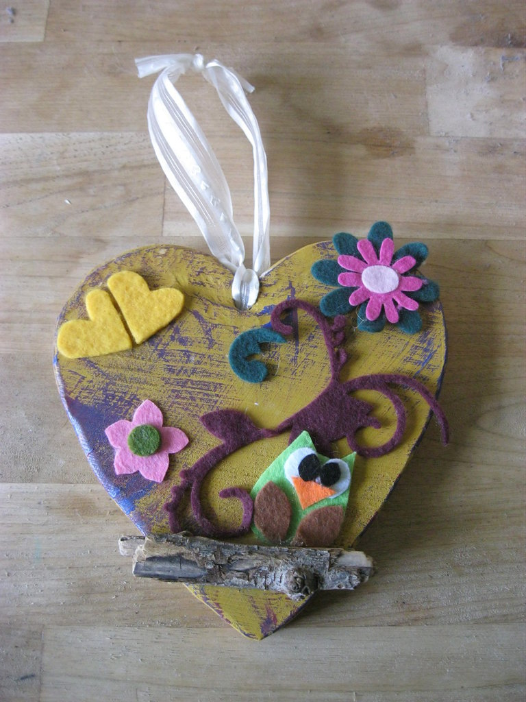 cuore in legno con gufetto