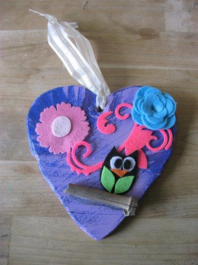 cuore in legno con gufetto blu