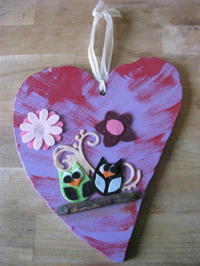 cuore in legno con gufetto rosa