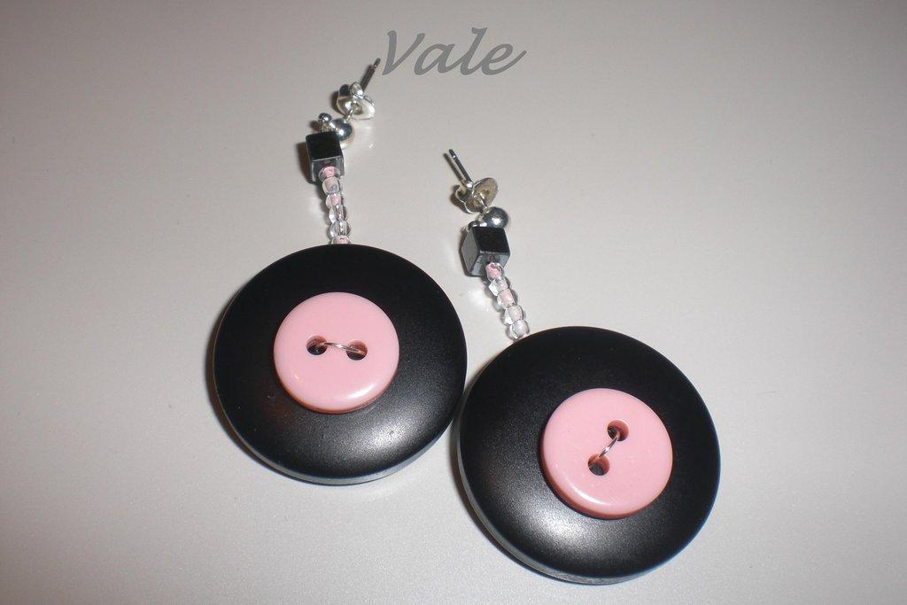 orecchini bottoni neri e rosa